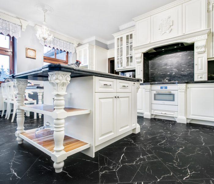 Kuchnia biała wiktoriańska, rzeźbiona