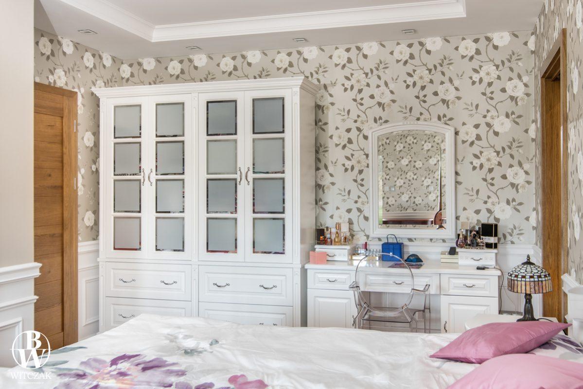 Szafa i toaletka, białe, sypialnia