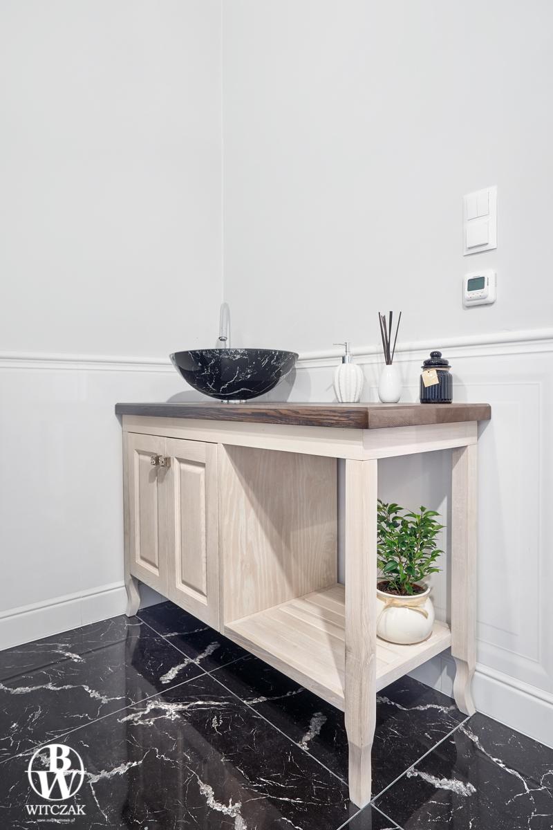 Bielona szafka łazienkowa