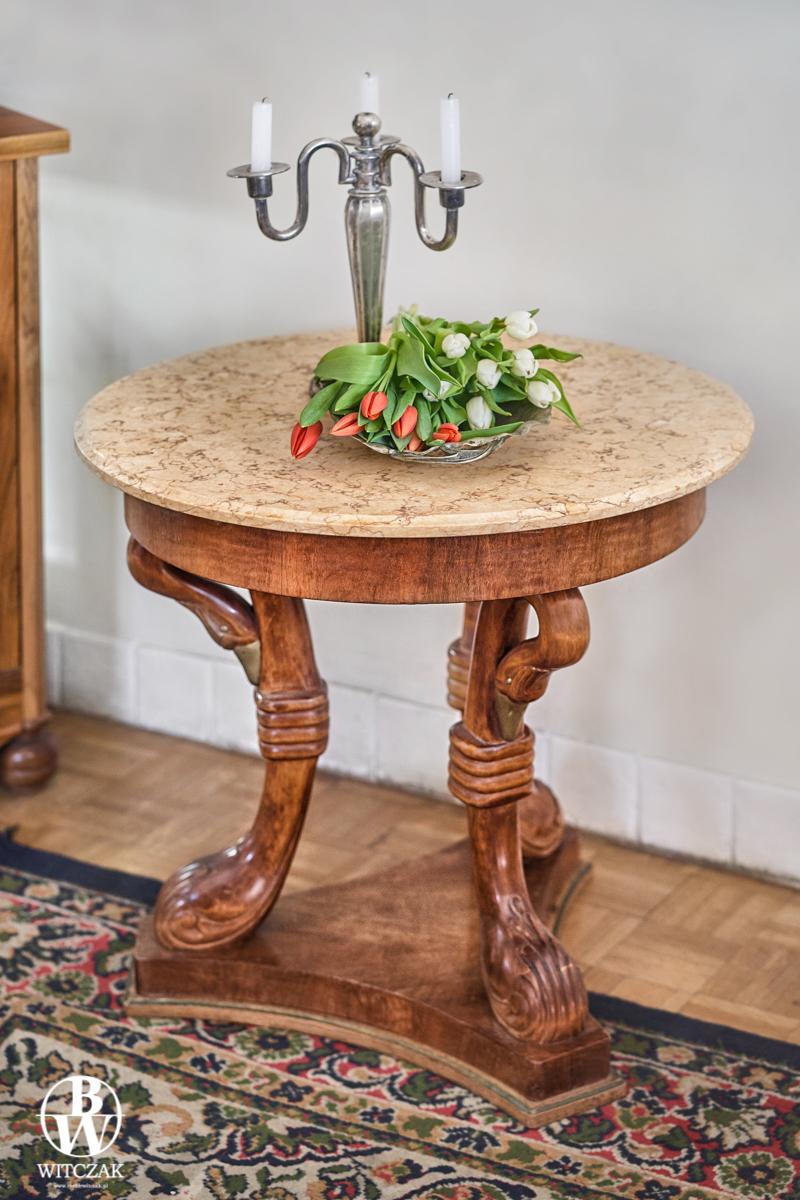 Stół okrągły rzeźbiony
